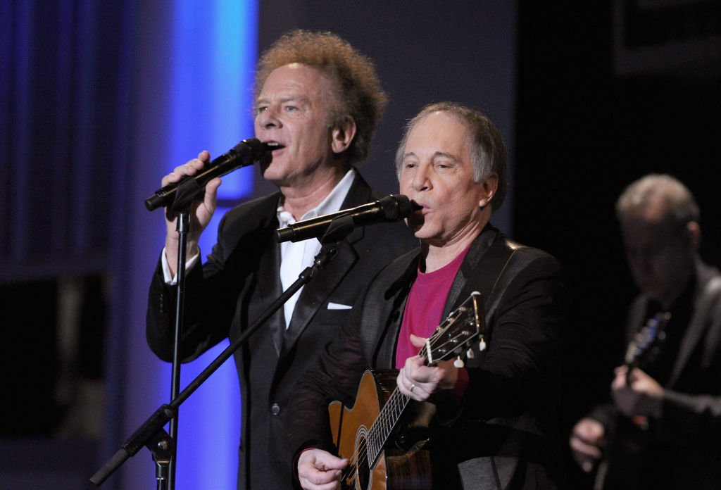 Art Garfunkel and Paul Simon perform during the 38th AFI Life Achievement Award honoring Mike Nichols held at Sony Pictures Studios on June 10, 2010. | Photo: Getty Images