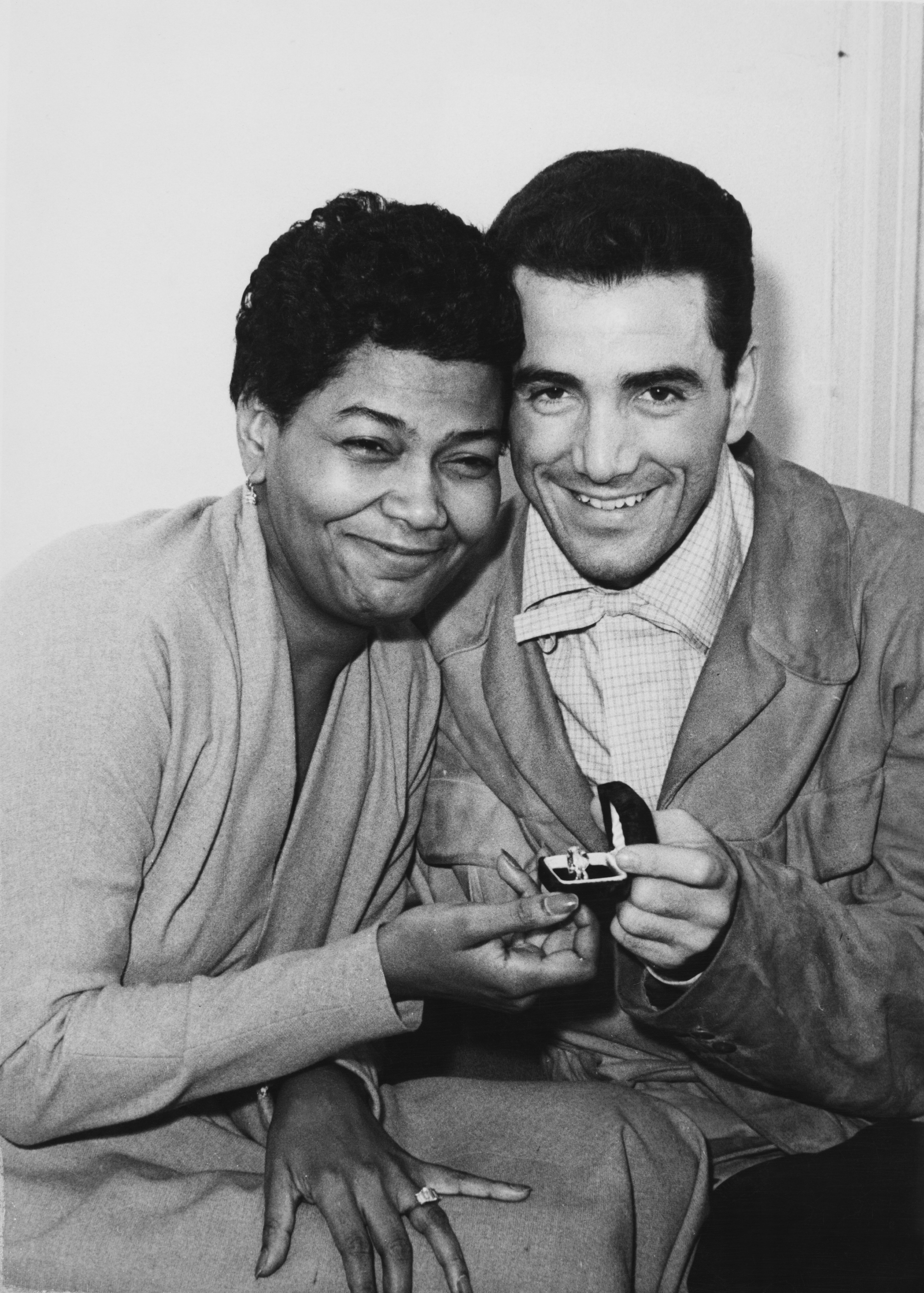 Pearl Bailey and Louie Bellson in London shortly before their wedding, November 17, 1952 | Photo: Getty Images