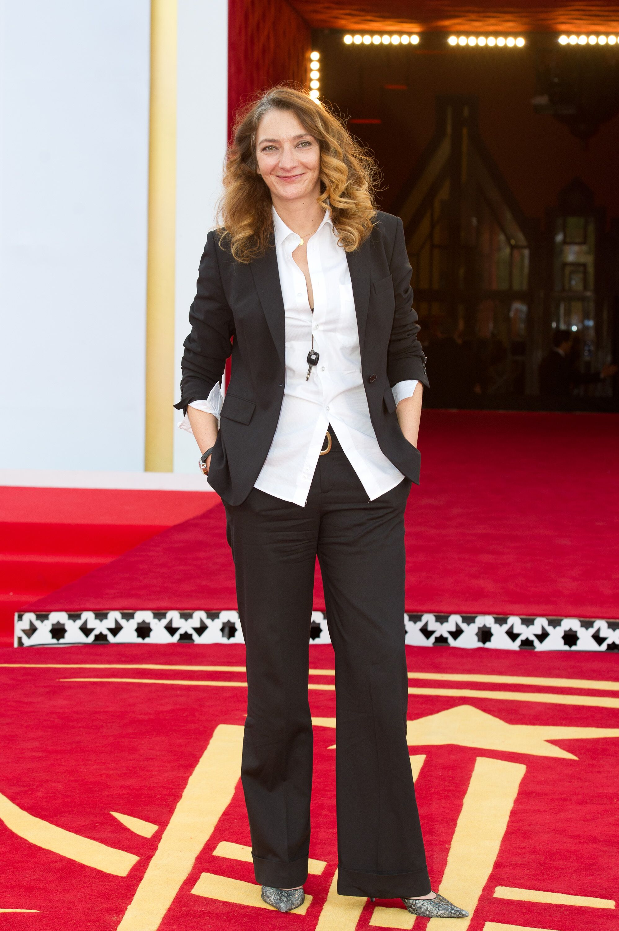 Corinne Masiero sur le tapis rouge. | Photo : GettyImage