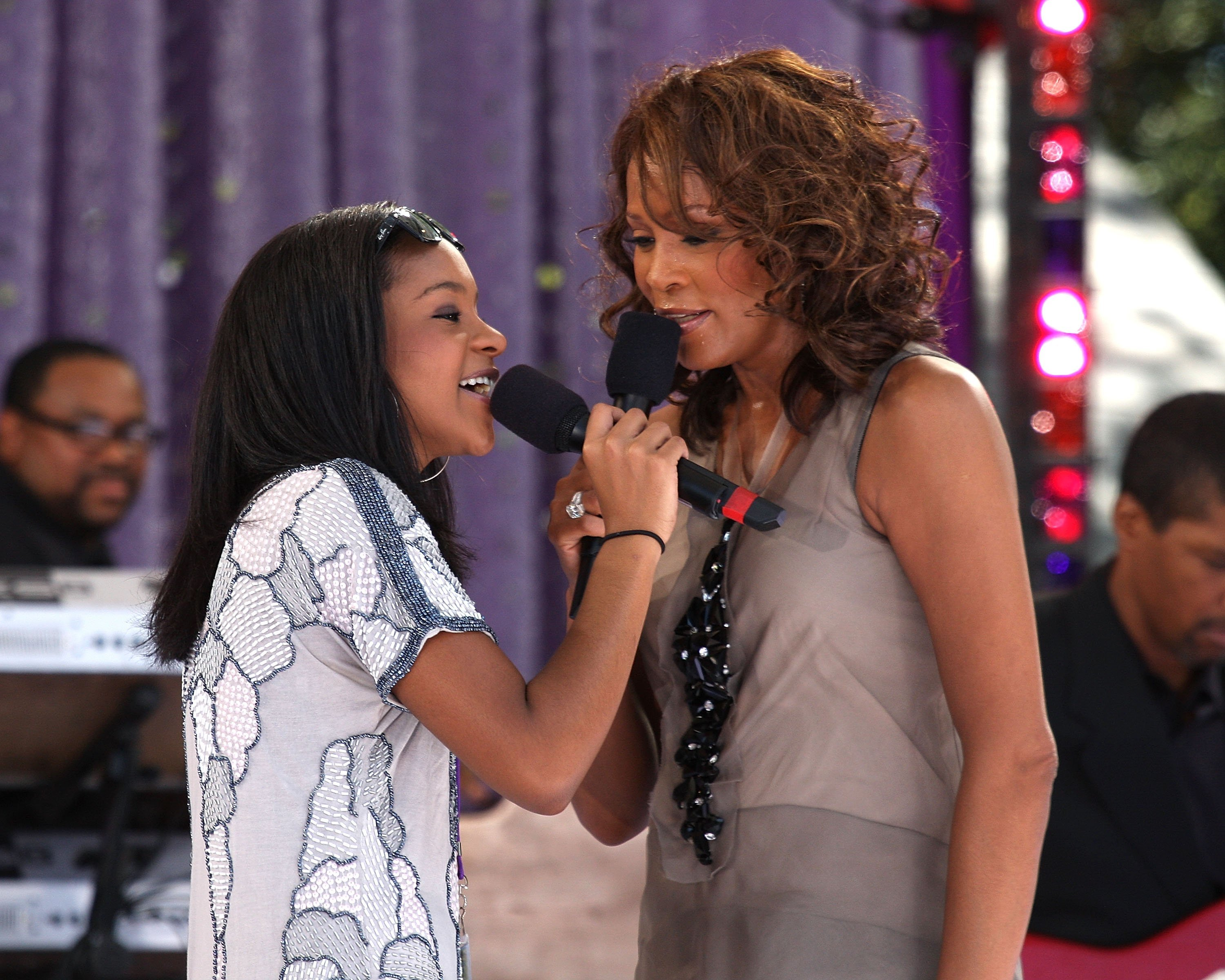 Bobbi Kristina Brown & Whitney Houston perform in Central Park on Sept. 1, 2009 in New York City | Photo: Getty Images