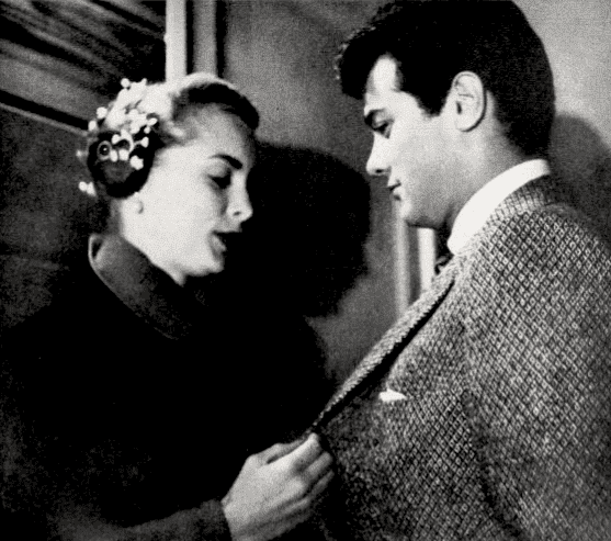 Janet Leigh and Tony Curtis in a 1957 Photoplay article. | Source: Wikimedia Commons