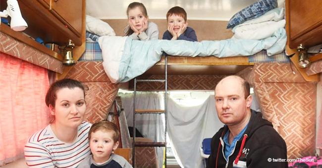 """Verzweifelte dreifache Eltern leben """"wie Sardinen"""" in einem Mobilheim"""