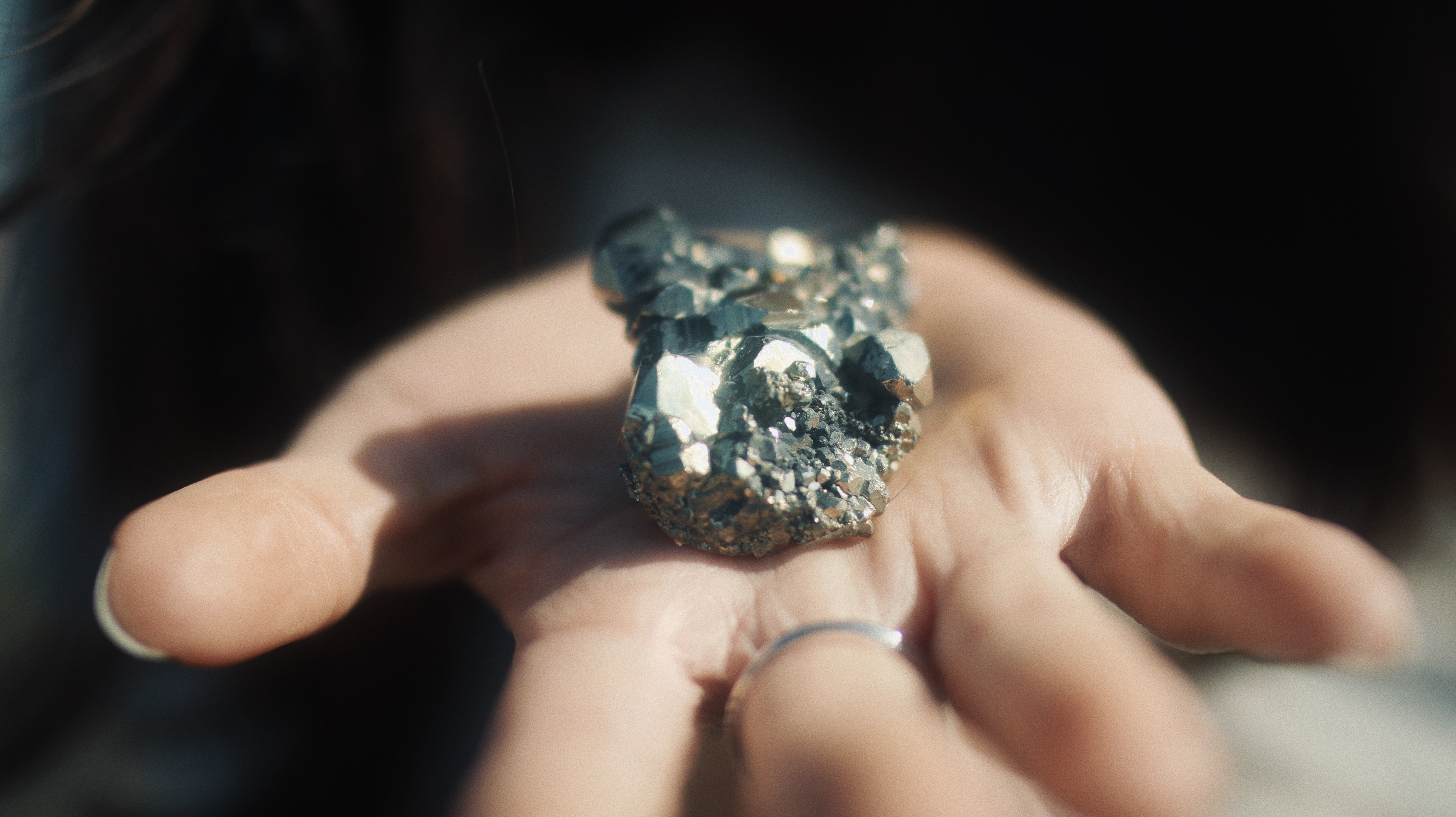 An open hand holds a precious gem that is still in its natural form | Photo: Unsplash/Elia Pellegrini