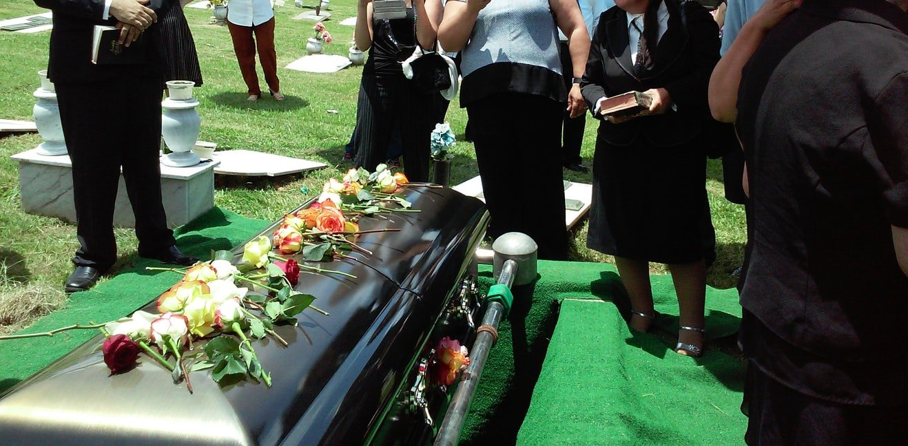 Annie's father refused to speak to her at her mother's funeral   Source: Unplash
