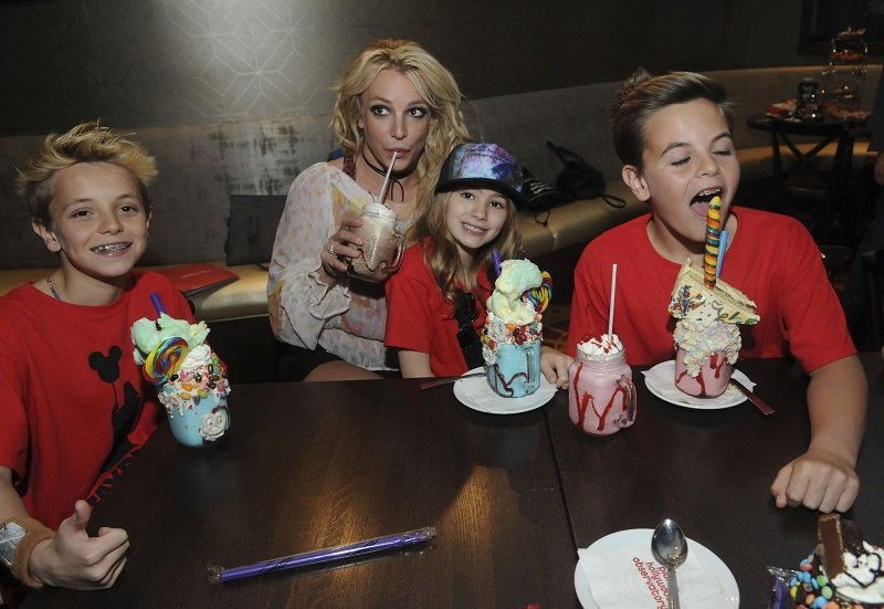 Britney Spears and her kids on March 13, 2017 in Orlando, Florida | Photo: Getty Images