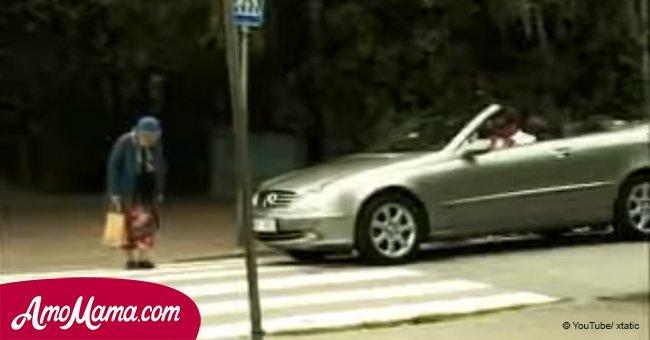 Hombre grosero tocó la bocina como loco cuando anciana cruzaba la calle. Su venganza fue brillante