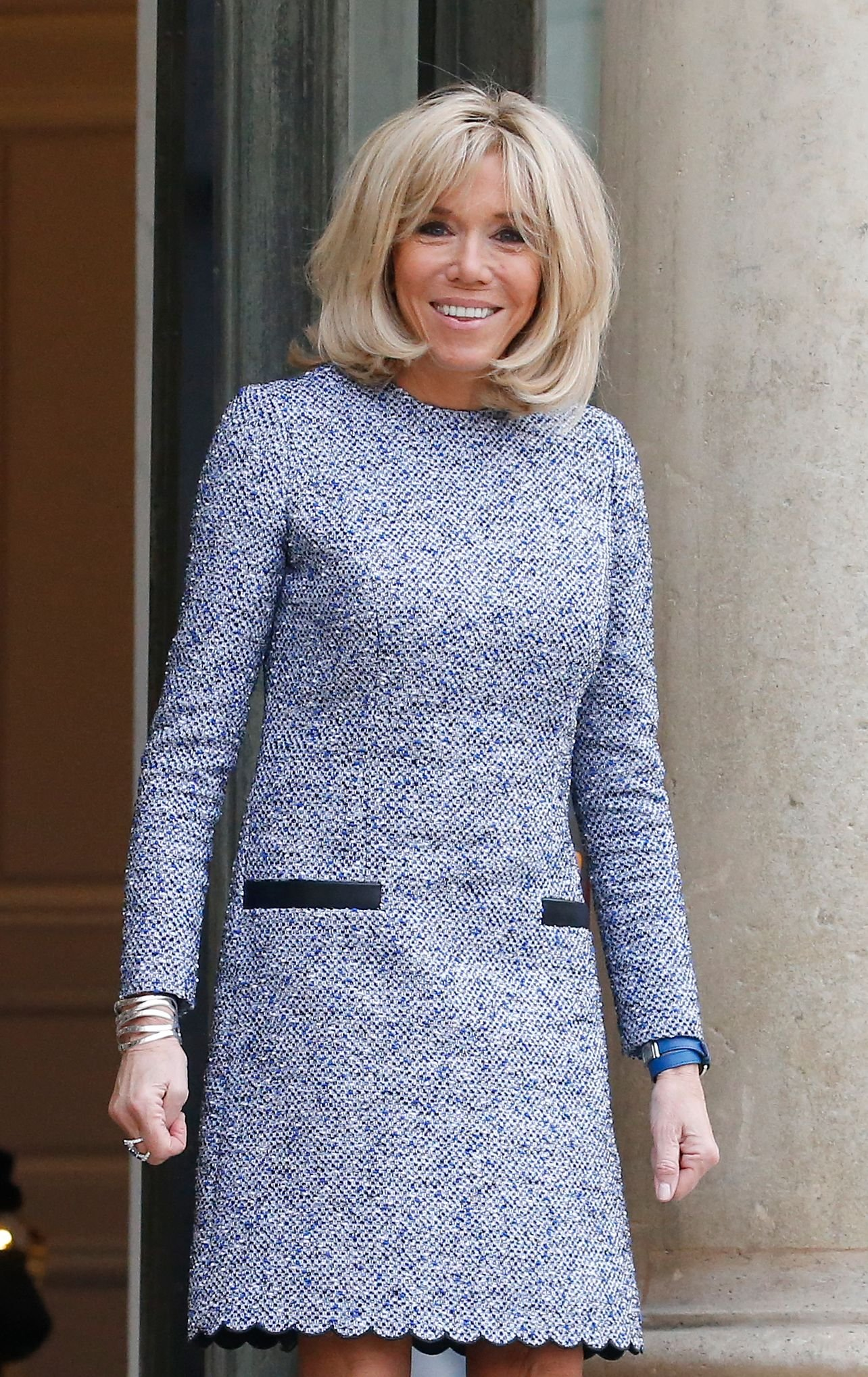 Brigitte Macron attend l'épouse du président roumain Carmen Iiohannis avant leur rencontre à l'Elysée le 27 novembre 2018 à Paris, France. | Photo : Getty Images