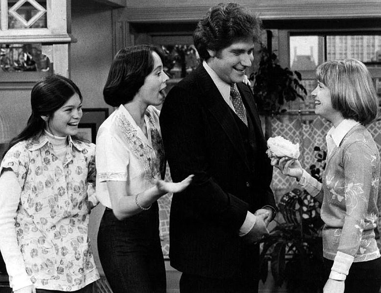 "Valerie Bertinelli (Barbara), MacKenzie Phillips (Julie), Richard Masur (David Kane), Bonnie Franklin (Ann Romano) of ""One Day at a Time."" 