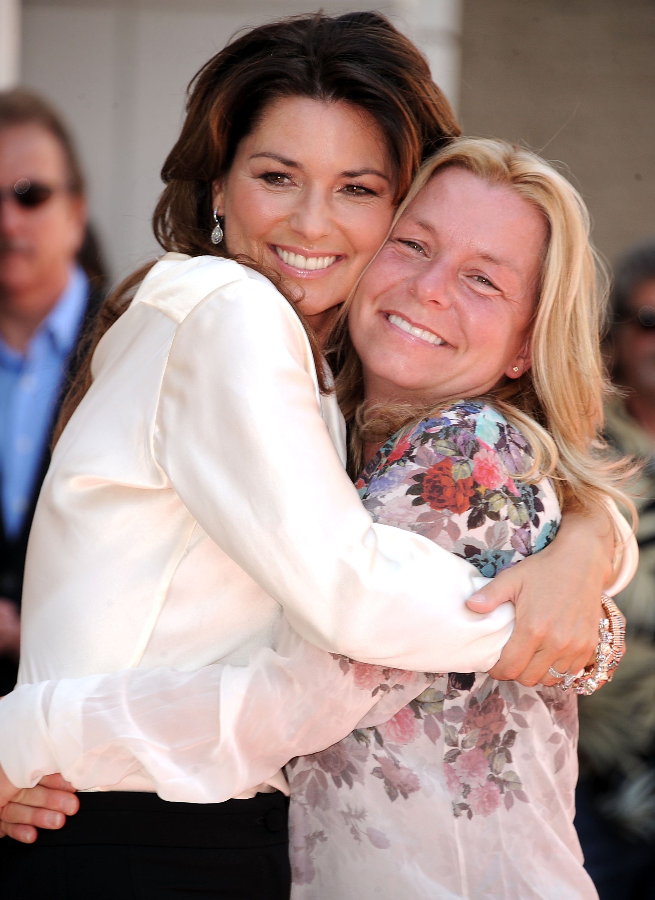 Shania Twain and her sister at the Shania Twain Hollywood Walk of Fame Induction Ceremony in Hollywood, 2011   Photo: Getty Images