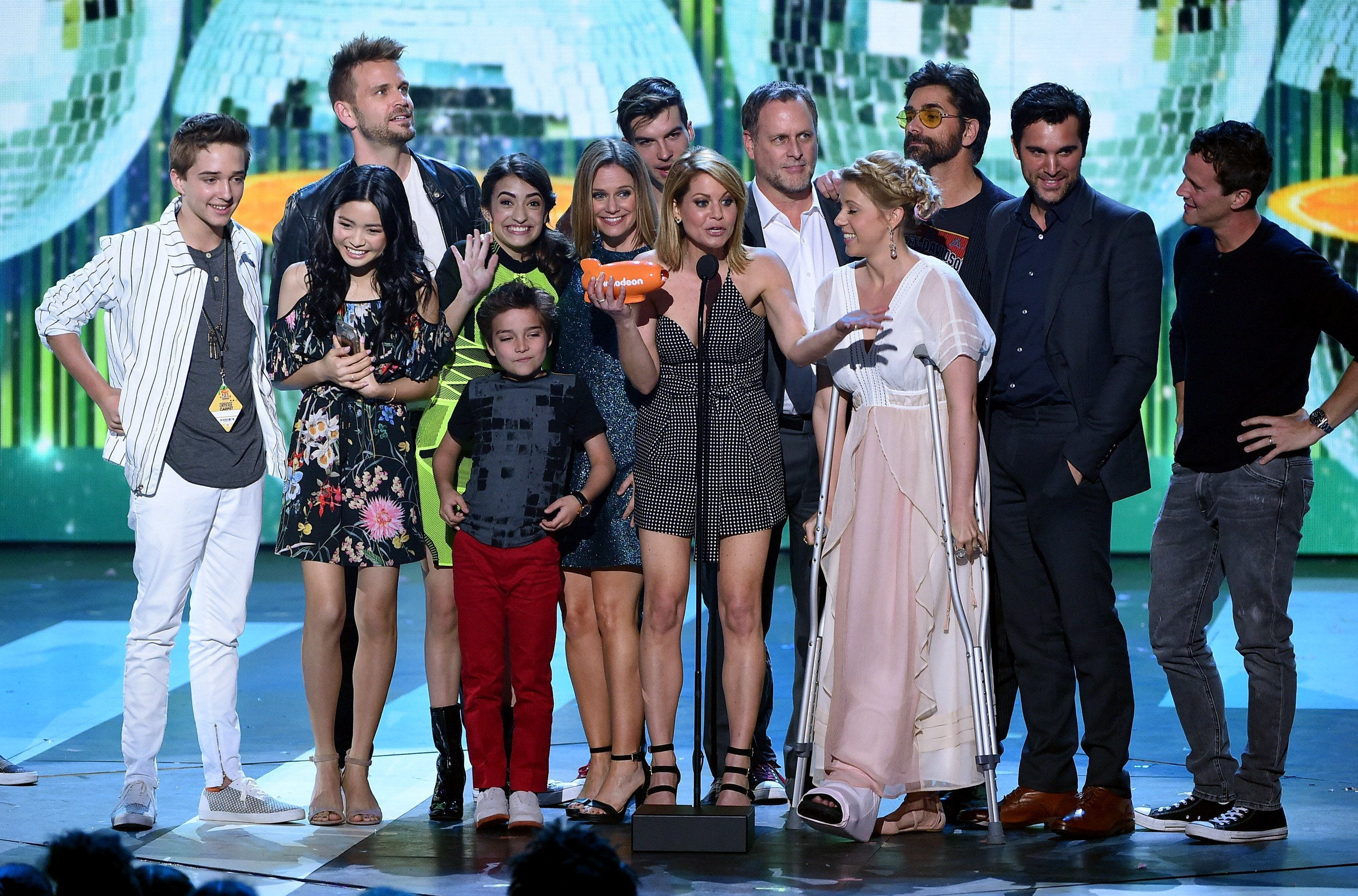 The cast of Fuller House accepts the award for Favorite TV Show – Family Show onstage at Nickelodeon's 2017 Kids' Choice Awards at USC Galen Center on March 11, 2017, in Los Angeles, California. | Source: Getty Images.