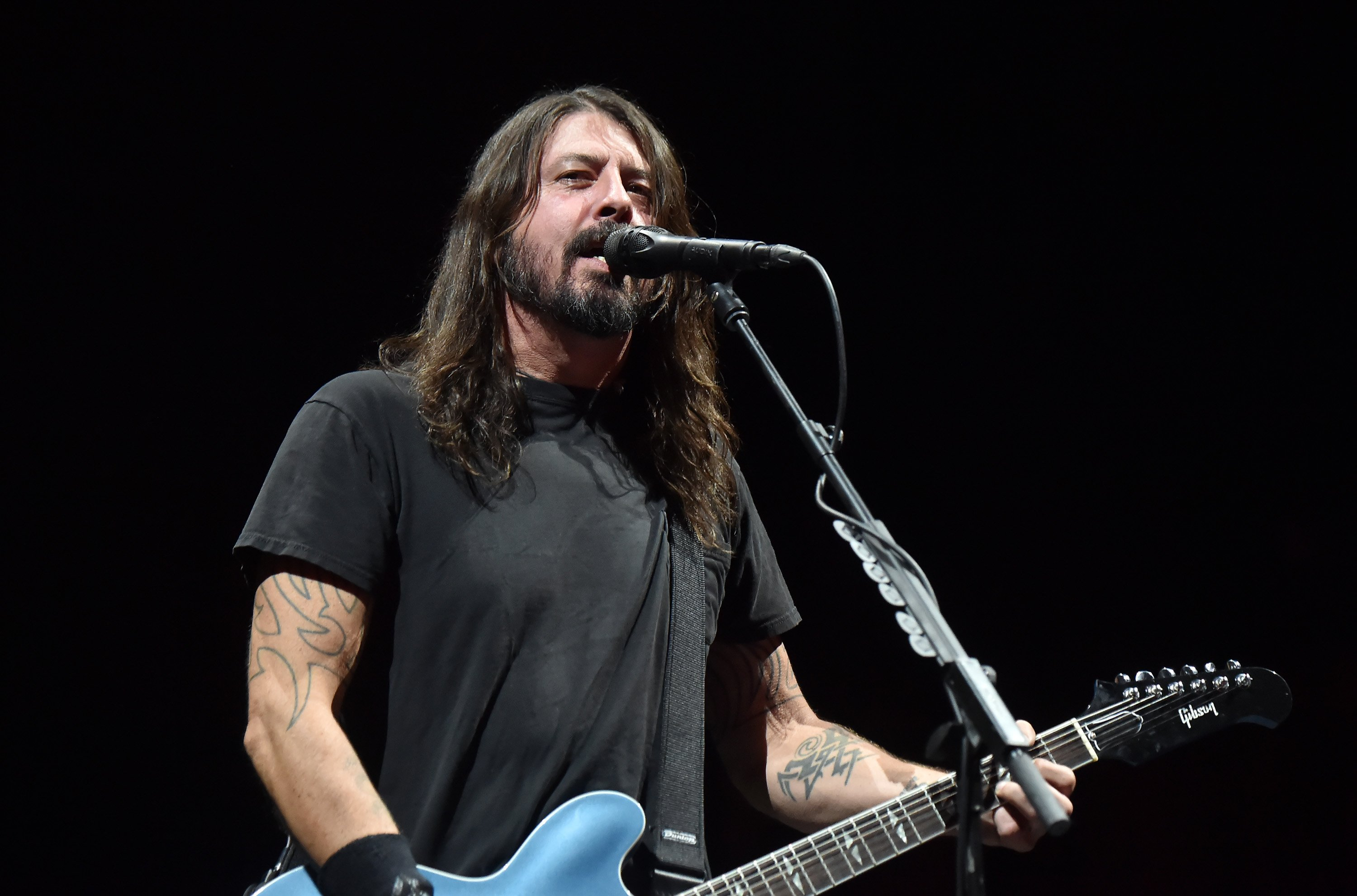 Dave Grohl performs onstage at Maracana on January 25, 2015 in Rio de Janeiro, Brazil.   Photo: Getty Images