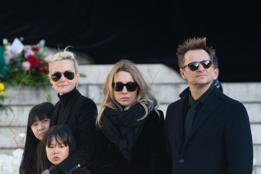 Laeticia Hallyday, David Hallyday, Laura Smet, Jade et Joy Hallyday, à l'enterrement de Johnny Hallyday | Source : Getty Images