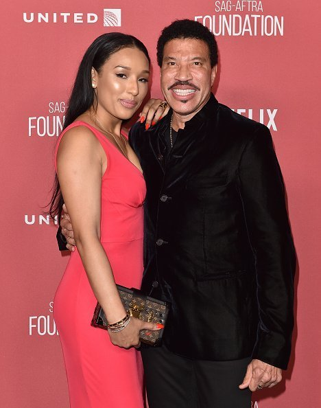 Lionel Richie and Lisa Parigi at SAG-AFTRA Foundation Patron of the Artists Awards on November 9, 2017 | Photo: Getty Images