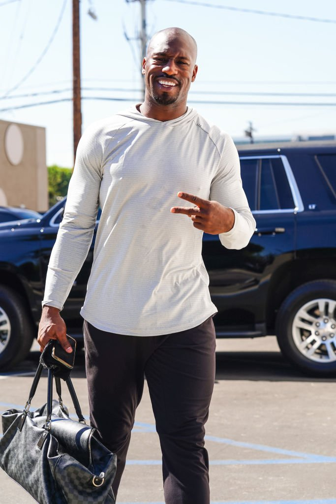 Vernon Davis is seen outside 'Dancing With The Stars' rehearsal studios on October 14, 2020 | Photo: Getty Images