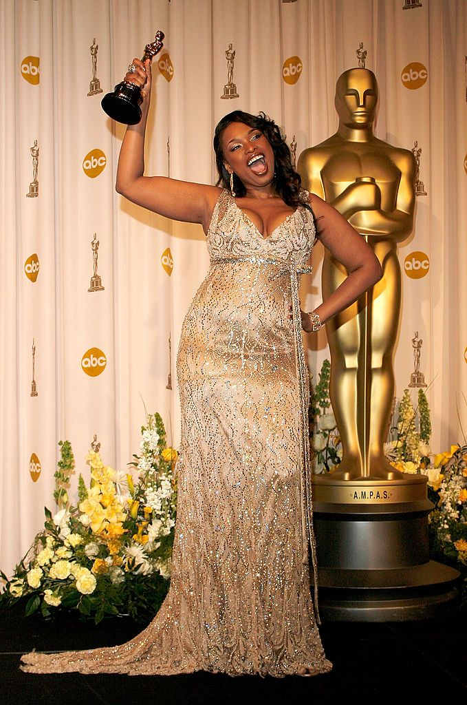 """Jennifer Hudson holds up her Oscar for """"Dreamgirls"""" as she posed in the press room at the 79th Academy Awards on February 25, 2007, in Hollywood, California 