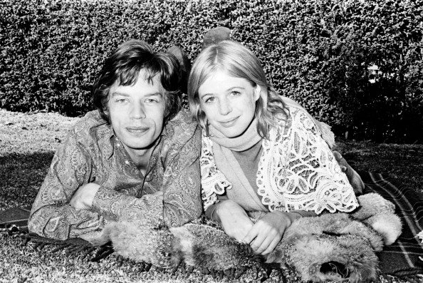 Mick Jagger and Marianne Faithfull at Mount St Margaret Hospital, Sydney, 27 July 1969. | Photo: Getty Images