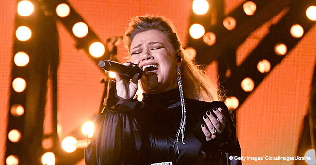 Kelly Clarkson Wins the 'High Note Battle' during Her Emotional Performance at the 2019 ACM Awards