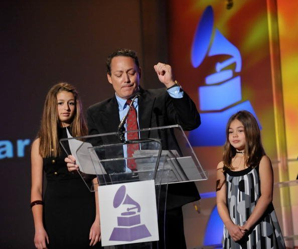 Dodd Darin and his daughters Alexa and Olivia accepting the Lifetime Award on behalf of Sandra Dee | Photo: Getty Images
