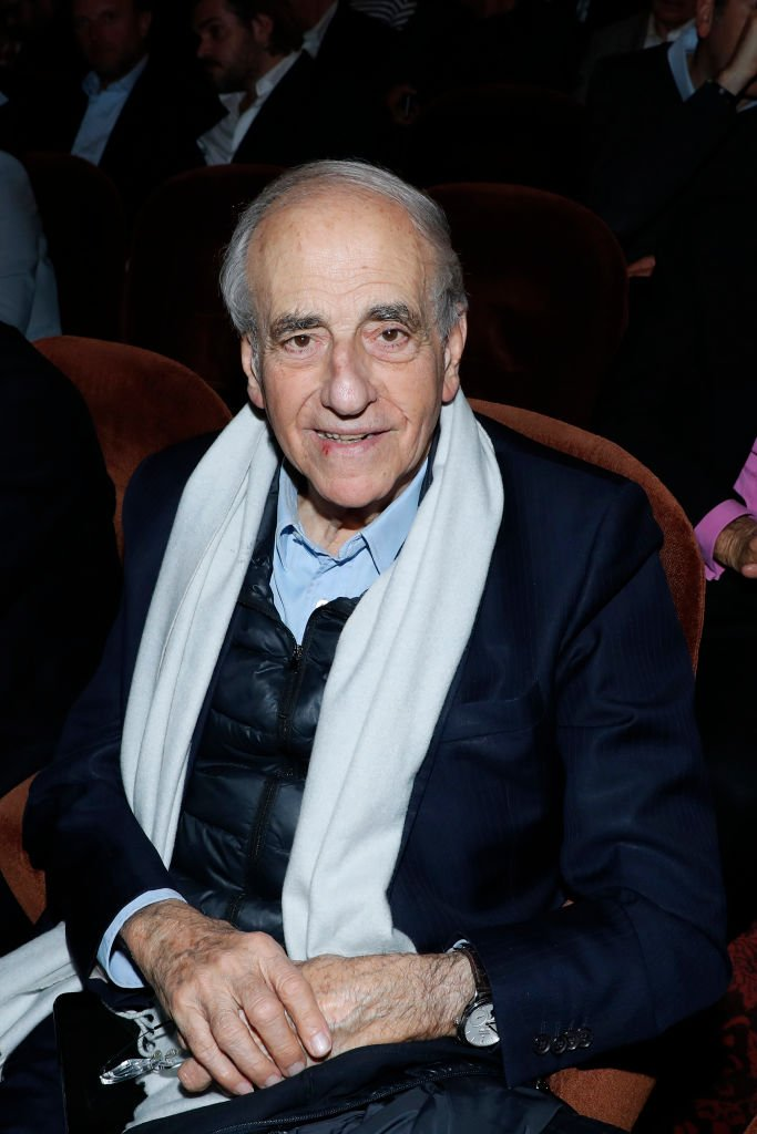 "Jean-Pierre Elkabbach assiste à Bernard-Henri Levy se produit dans ""Looking for Europe"" au Théâtre Antoine le 21 mai 2019 à Paris, France. 