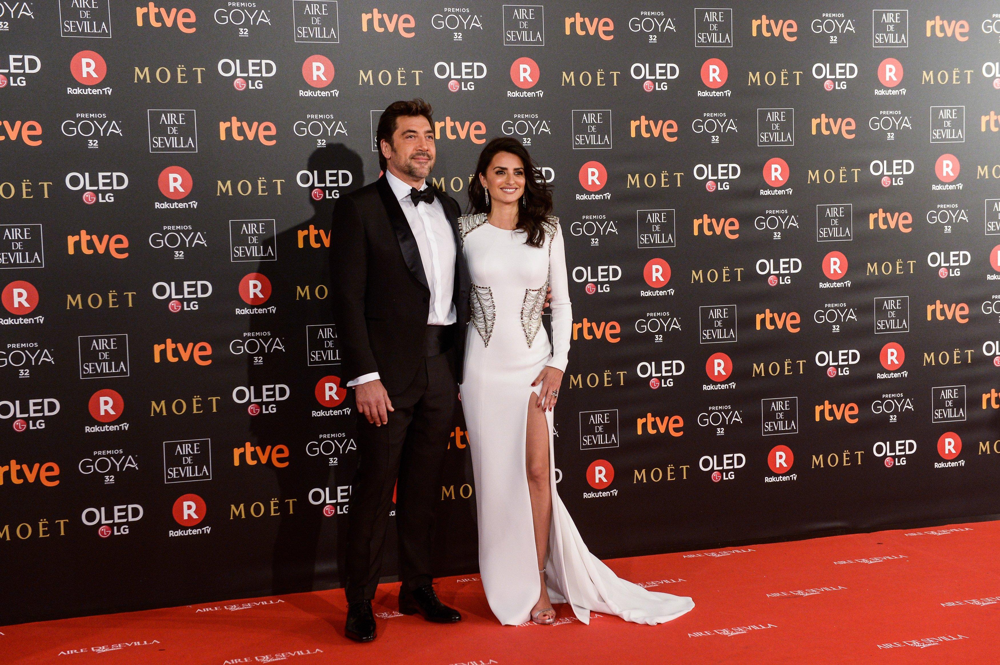 Javier Bardem y Penélope Cruz asisten a los Premios Goya del Cine en el auditorio Marriott, en Madrid, en febrero de 2018 || Fuente: Getty Images
