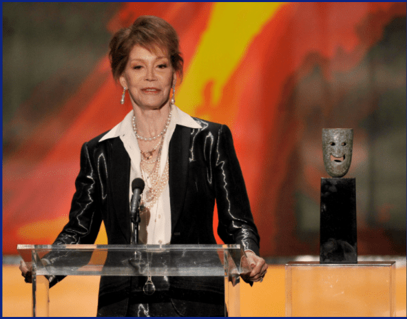Mary Tyler Moore speak onstage during The 18th Annual Screen Actors Guild Awards broadcast on TNT/TBS at The Shrine Auditorium on January 29, 2012 in Los Angeles, California. | Source: Getty Images
