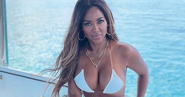 Kenya Moore Shows off Her Toned Figure in a Tiny Bikini While on a Yacht – See the Photo Taken by Cynthia Bailey
