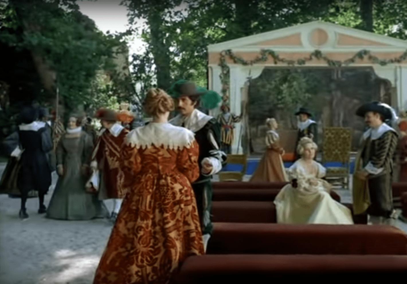 Escena del primer capítulo de la serie española El Pícaro, de 1974. | Foto: YouTube/homesanto