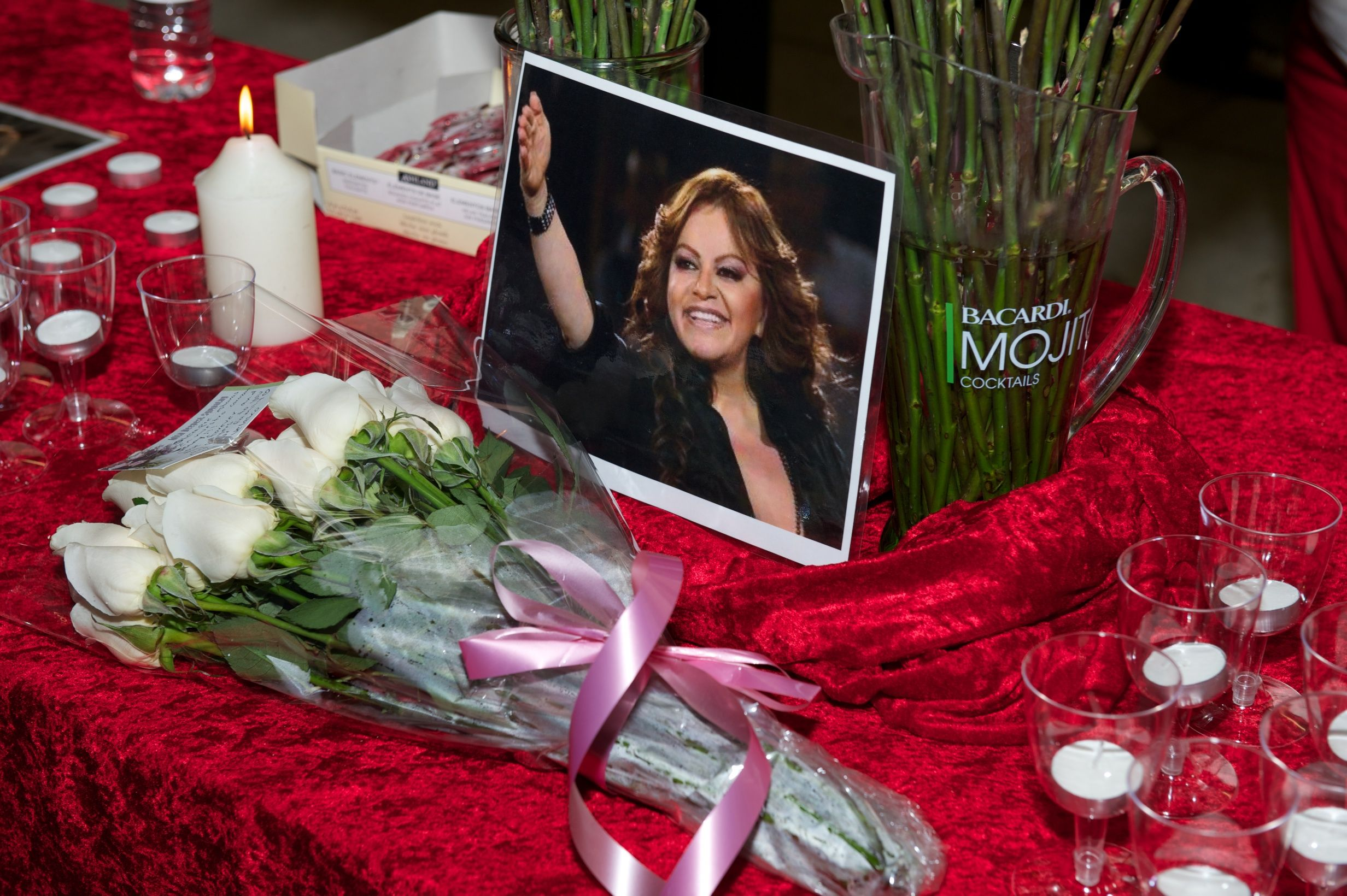 A candellight vigil for Jenni Rivera on December 10, 2012 in Long Beach, California | Source: Getty Images