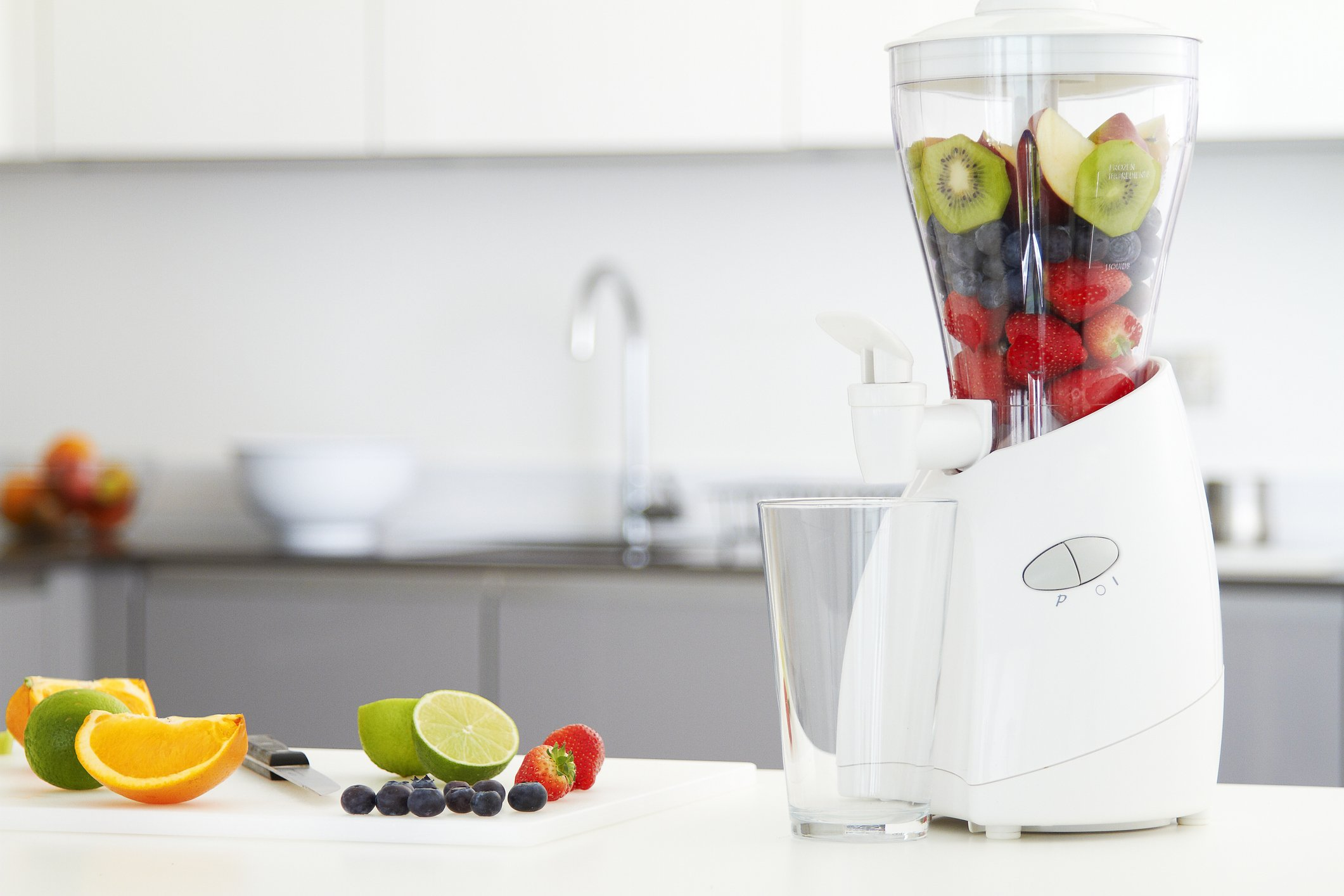 Photo of a fruuit blender with fruit in luxury kitchen | Photo: Getty Images