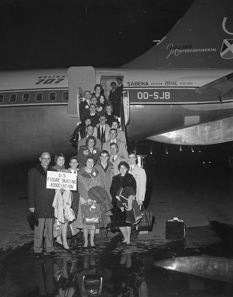 The 18 members of the U.S. figure skating team as they boarded the ill-fated Belgian airliner for a flight to Brussels in February 1961. | Photo: Getty Images