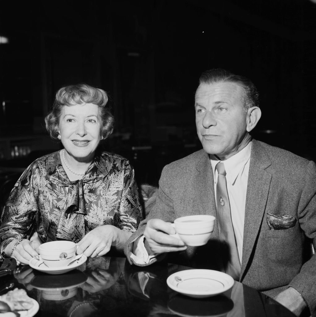 Comedian George Burns with wife Gracie Allen attend 20th Century Fox party in Los Angeles, California on November 28, 1957. | Photo: Getty Images.