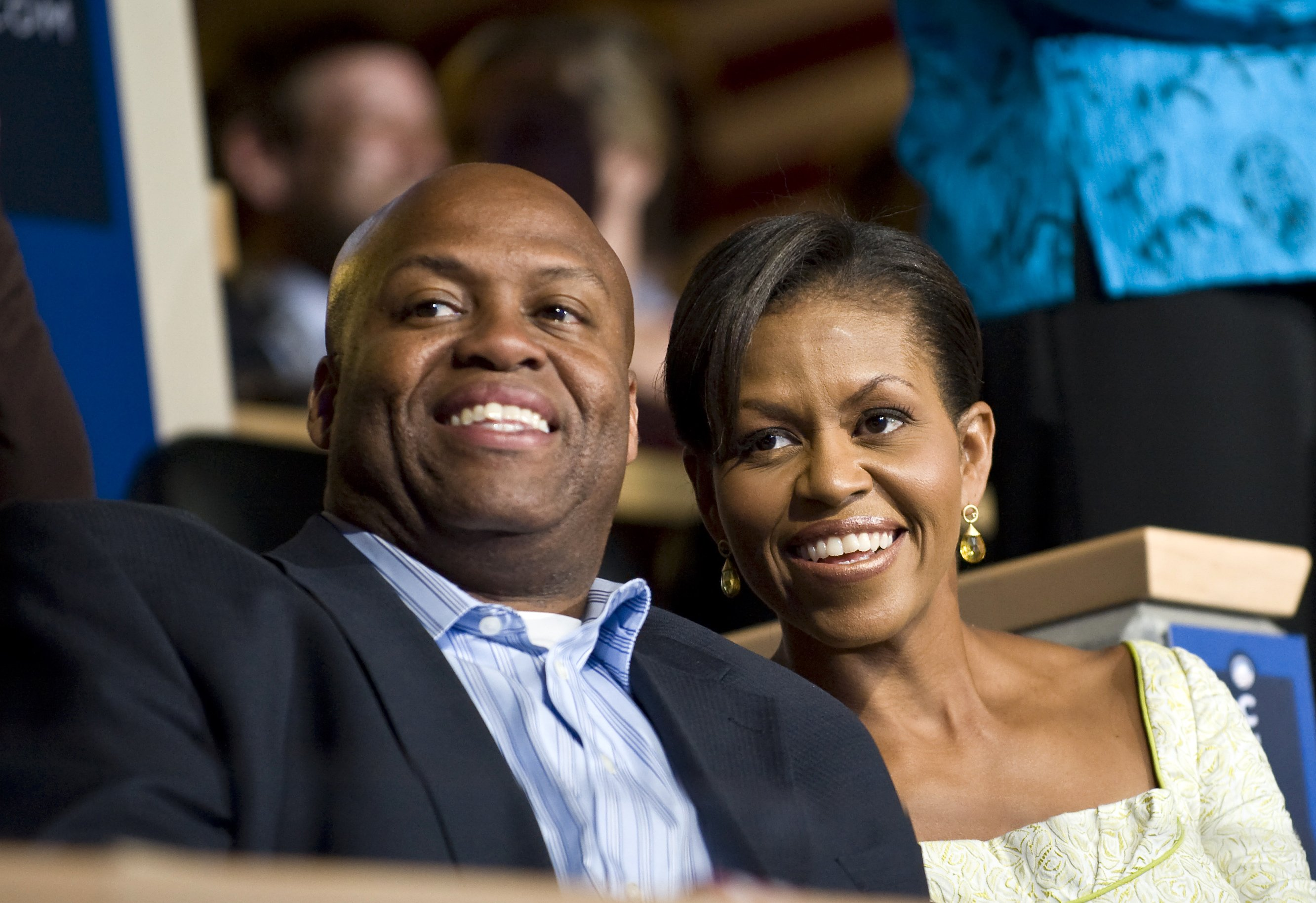 Michelle Obama and her brother Craig Robinson attend the Democratic National Convention in Denver, August 2008 | Photo: GettyImages