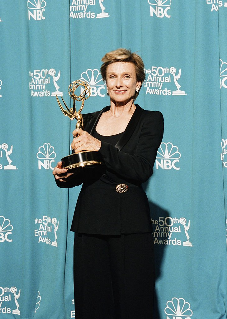 """Cloris Leachman winner of Outstanding Guest Actress in a Drama Series for """"Promised Land"""" during the 50th Annual Primetime Emmy Awards at the Shrine Auditorium on September 13, 1998 in Los Angeles, California 