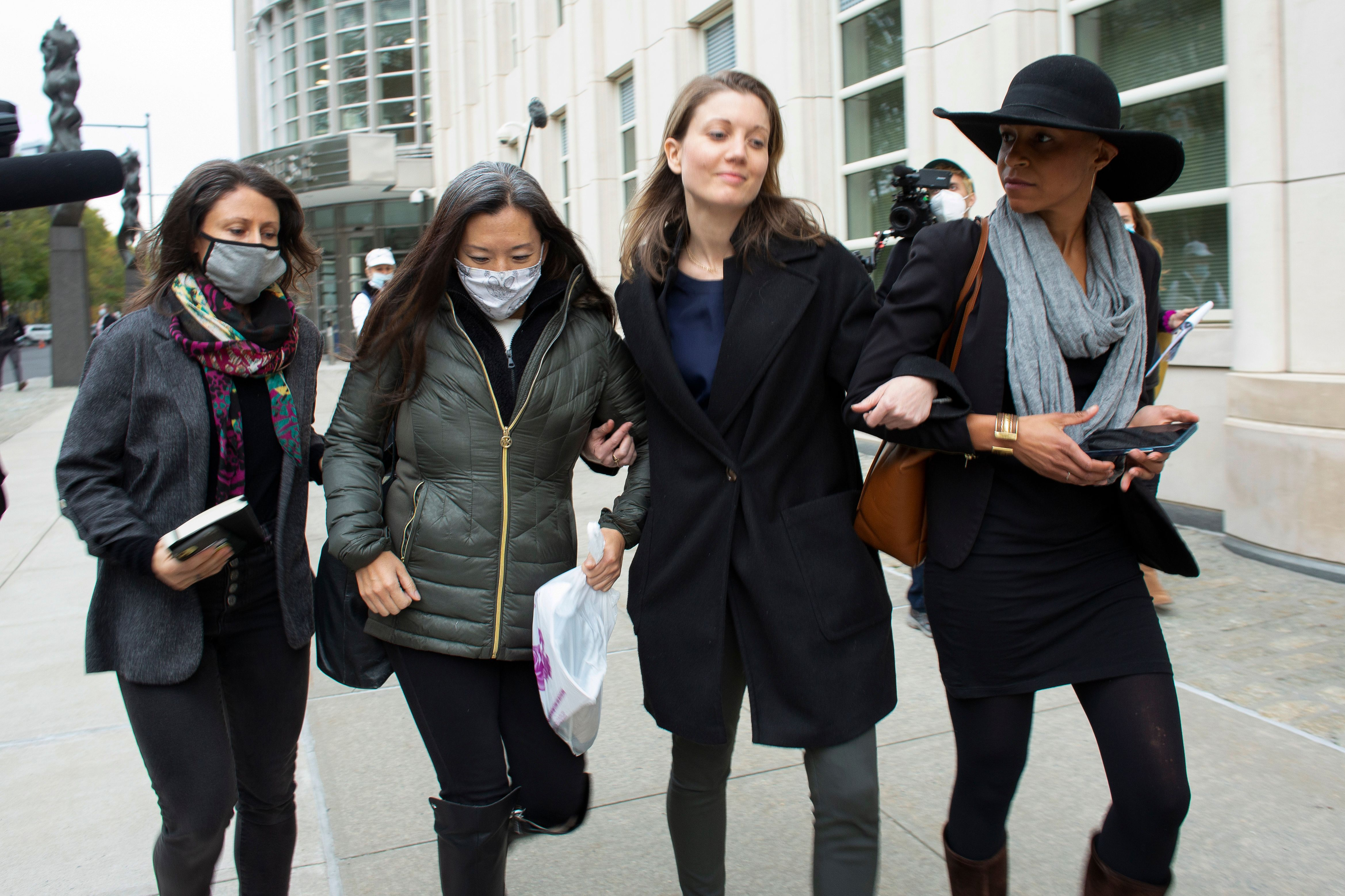 Nicki Clyne and others leave the New York court after Keith Rainiere was sentenced to 120 years in prison on October 27, 2020   Photo: Kena Betancur/AFP/Getty Images