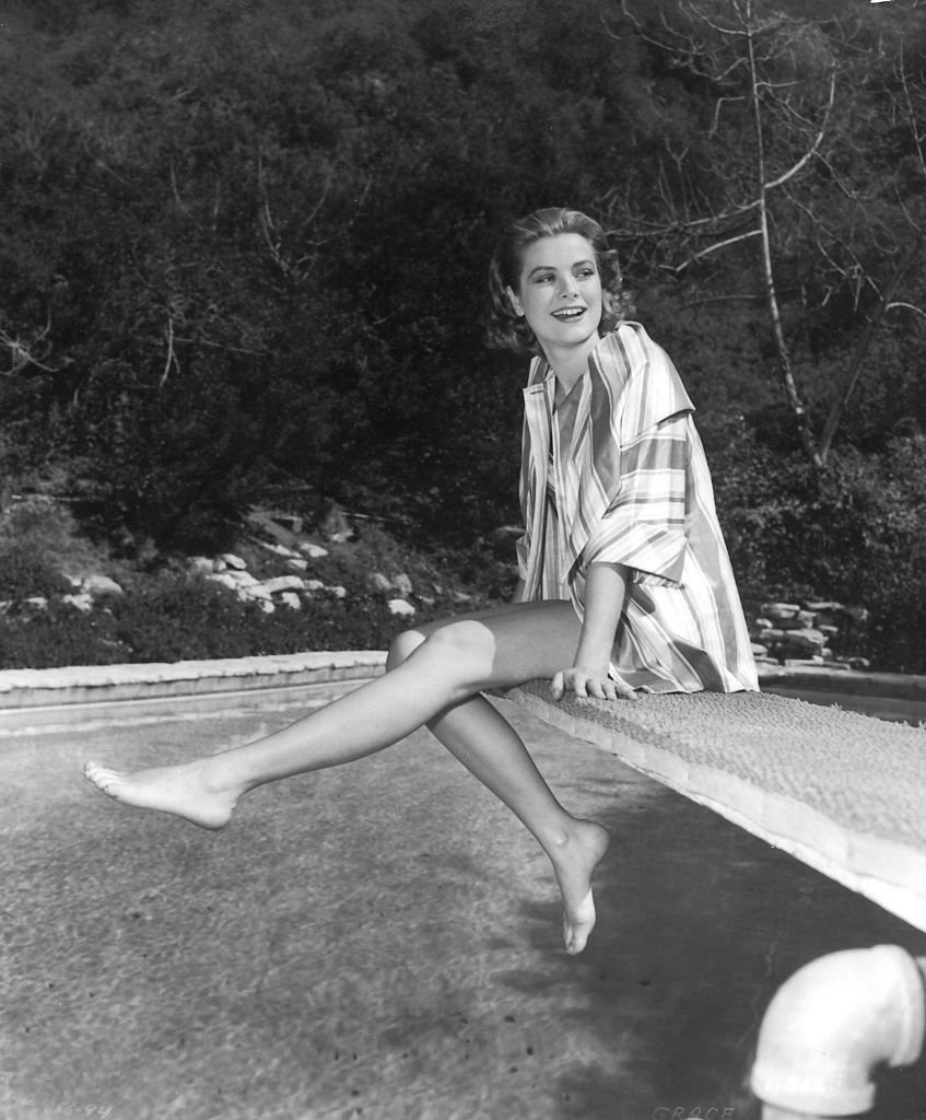 Portrait de l'actrice Grace Kelly allongée sur un transat. | Photo : Getty Images