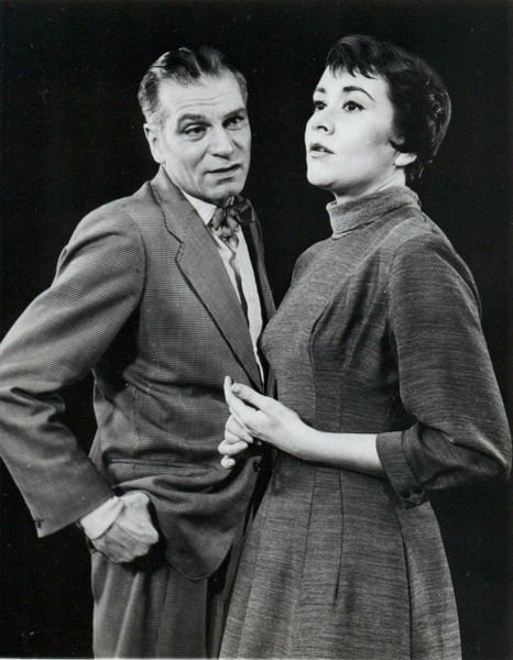 Sir Laurence Olivier and Joan Plowright performing in The Entertainer on Broadway in 1958. | Source: Wikimedia Commons