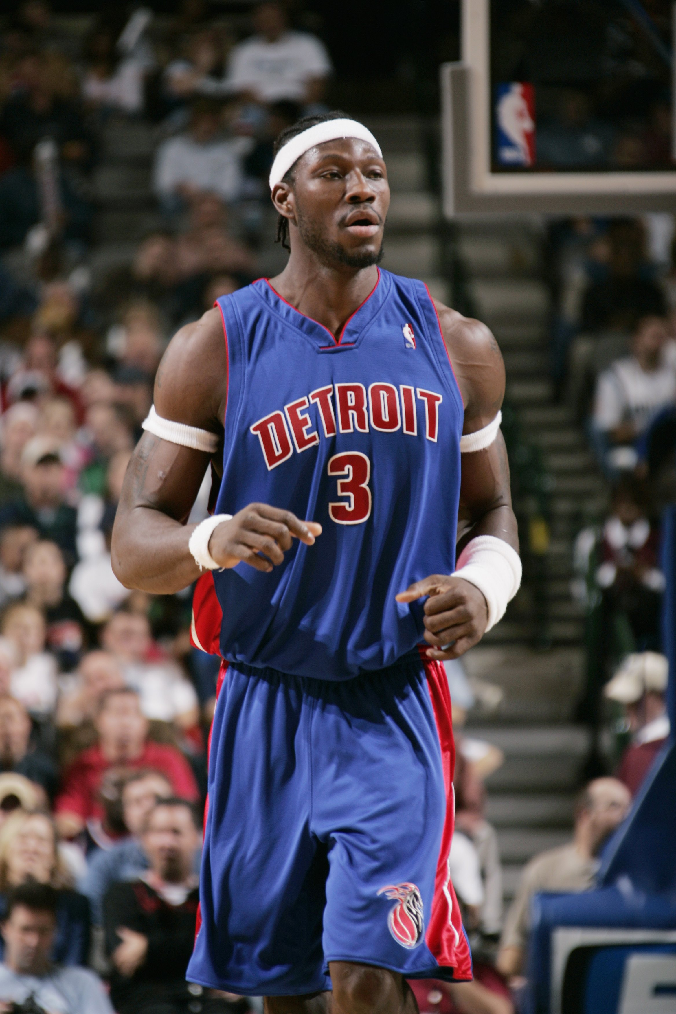 Ben Wallace #3 of the Detroit Pistons stands on the court during the game against the Dallas Mavericks on December 6, 2004 | Photo: GettyImages