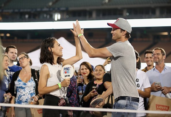 Ashton Kutcher und Mila Kunis, Clayton Kershaw's 6th Annual Ping Pong 4 Purpose | Quelle: Getty Images