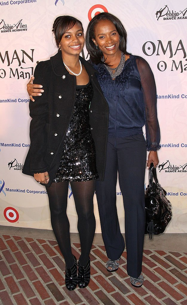 Actress Vanessa Bel Calloway (R) and her daughter Alexandra attend the Debbie Allen Dance Academy's annual fundraiser  | Getty Images / Global Images Ukraine