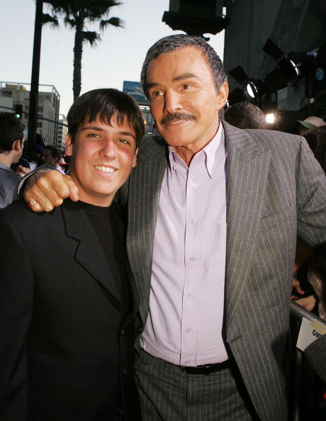Burt Reynolds and his son Quinton at the Chinese Theater on May 19, 2005 in Los Angeles, California. | Photo: Getty Images