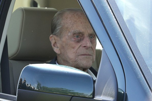 Prince Philip fährt einen Land Rover bei der Royal Windsor Horse Show im Home Park am 13. Mai 2004 in Windsor Quelle: Getty Images