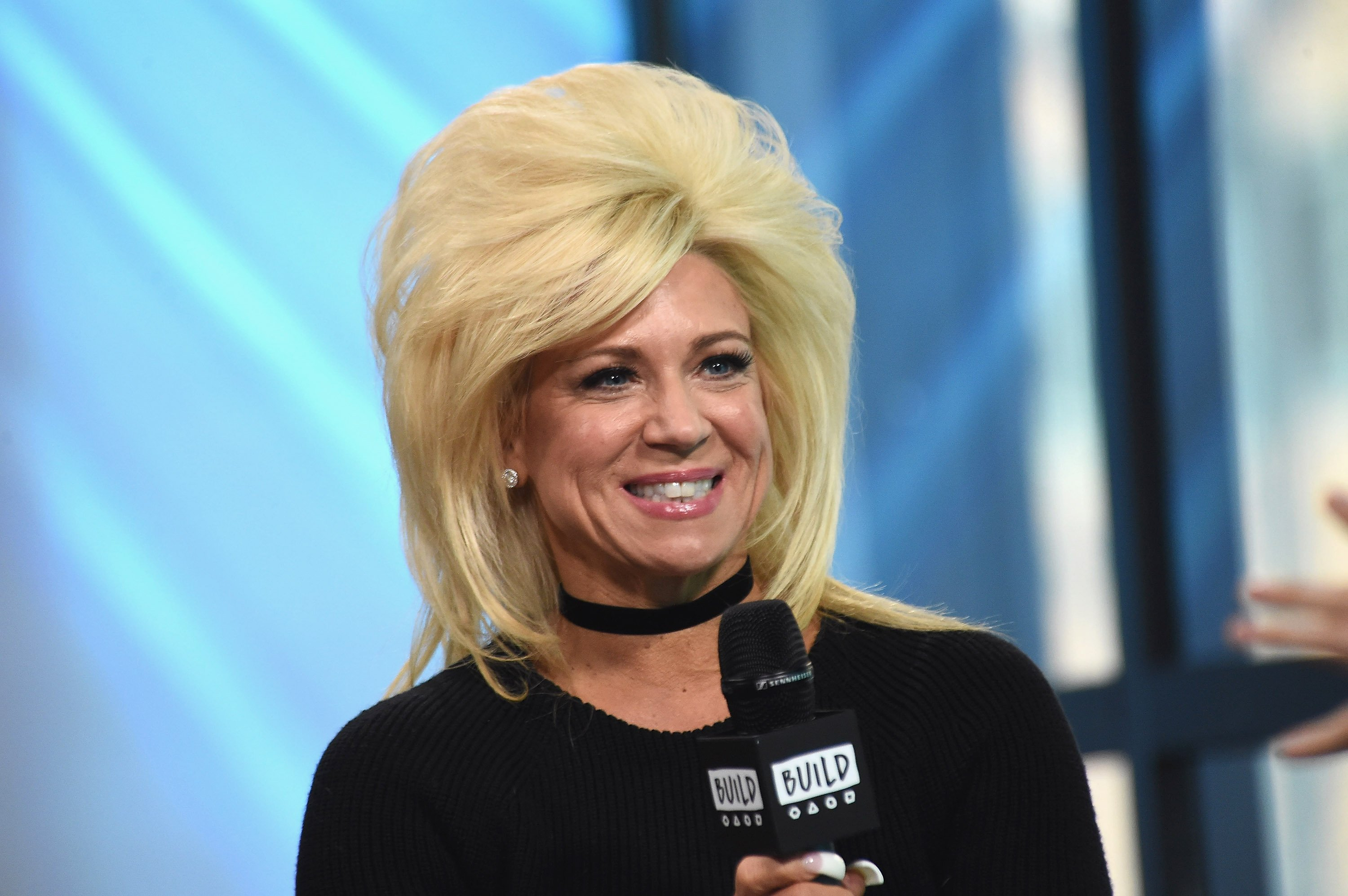 Theresa Caputo attendst he Build Series to talk about her show in New York City on March 16, 2017 | Photo: Getty Images
