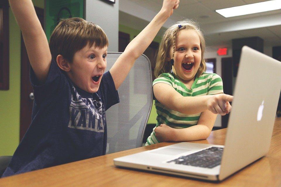 Niños jugando / Imagen tomada de: Pixabay