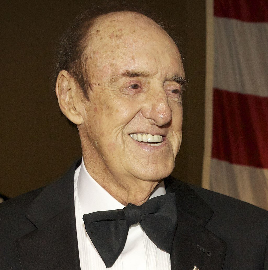 Jim Nabors when he was promoted to the honorary rank of sergeant during the Marine Corps birthday ball in honor of the 238th birthday of the Marine Corps. | Source: Wikimedia Commons