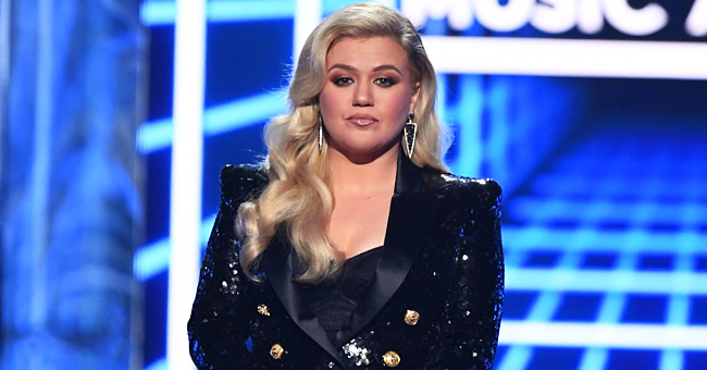 Here's Why Kelly Clarkson Stopped Trying to Connect with Her Estranged Father
