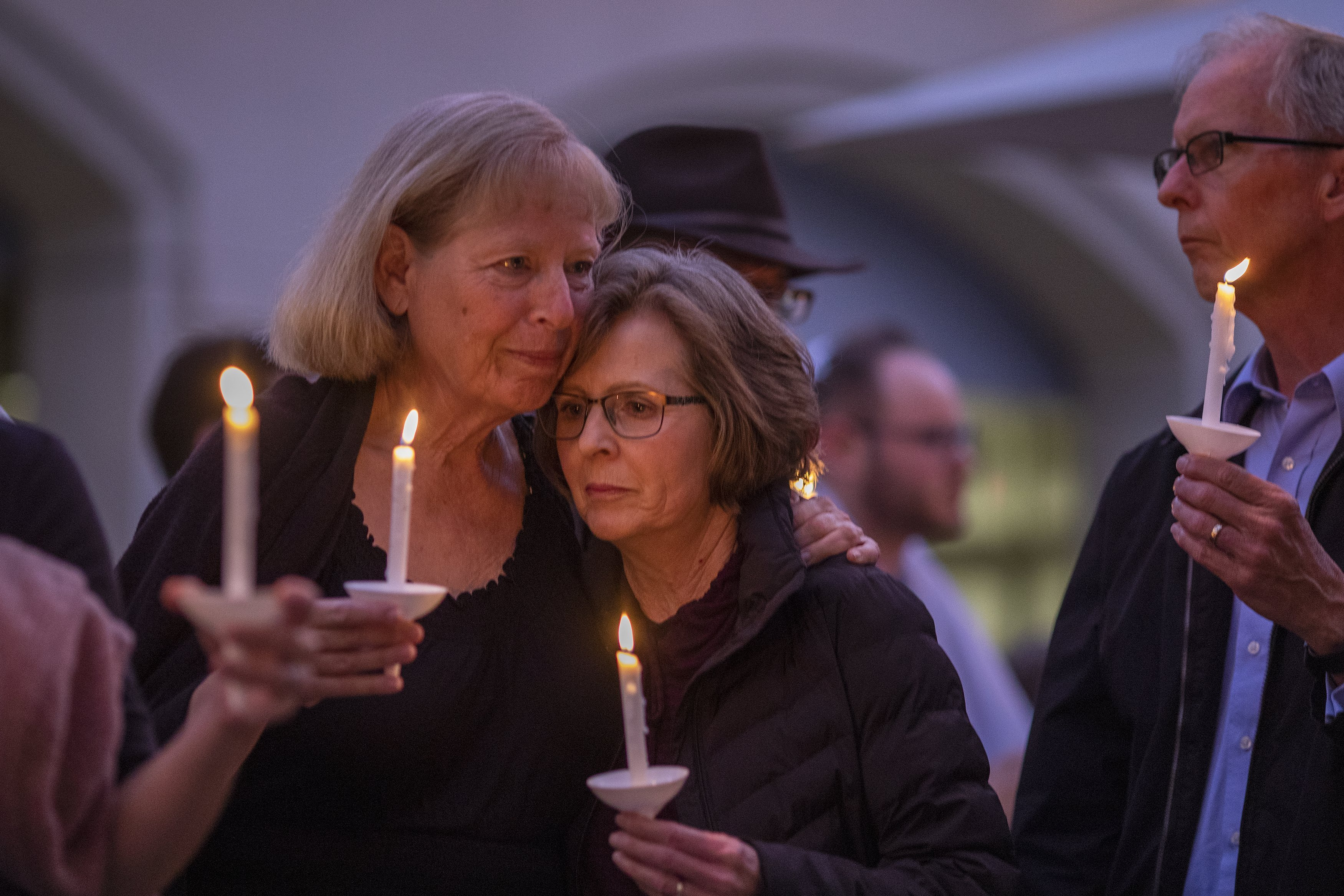 People attending a prayer and candlelight vigil at Rancho Bernardo Community Presbyterian Church in Poway, California | Photo: Getty Images