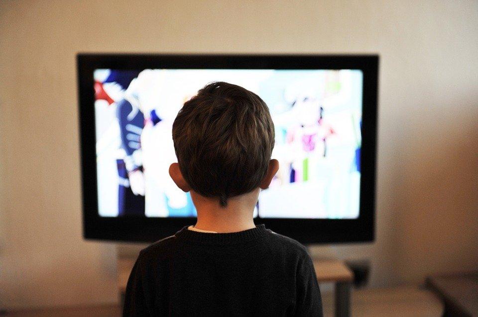 Niño usando tecnología| Foto: Pixabay