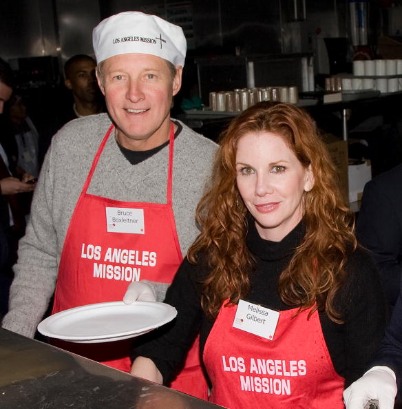 Bruce Boxleitner and Melissa Gilbert at the Los Angeles Mission on December 24, 2008 in Los Angeles, California. | Photo: Getty Images