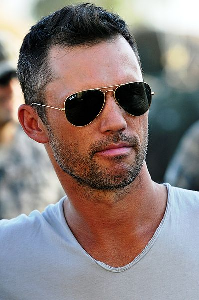 "Jeffrey Donovan, star of the TV show ""Burn Notice,"" visits U.S. Soldiers in Iraq. 
