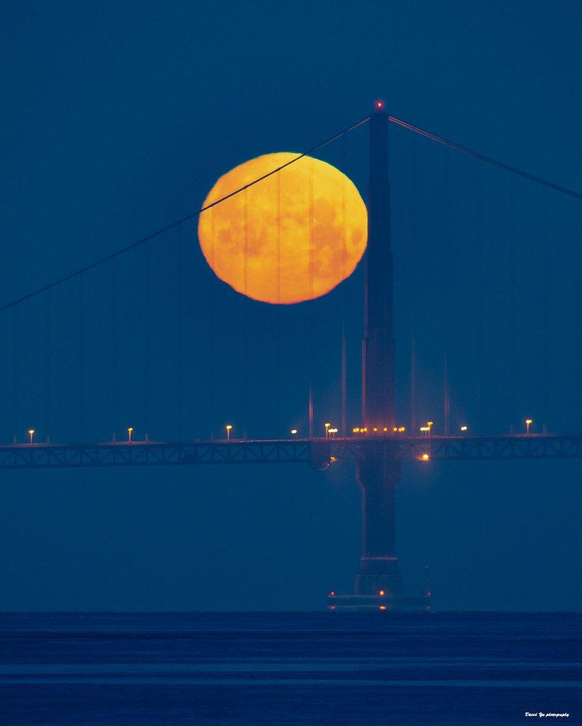 Puente con luna llena. | Foto: Flickr